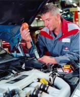 Wymiana filtra powietrza i paliwa w Audi 80.